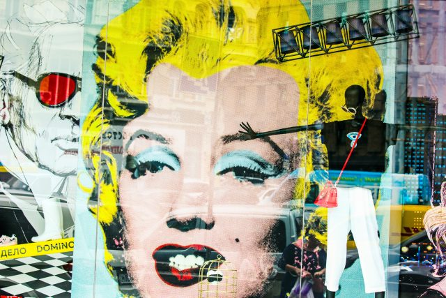 Výloha s obrazem Marilyn Monroe | foto: Shutterstock