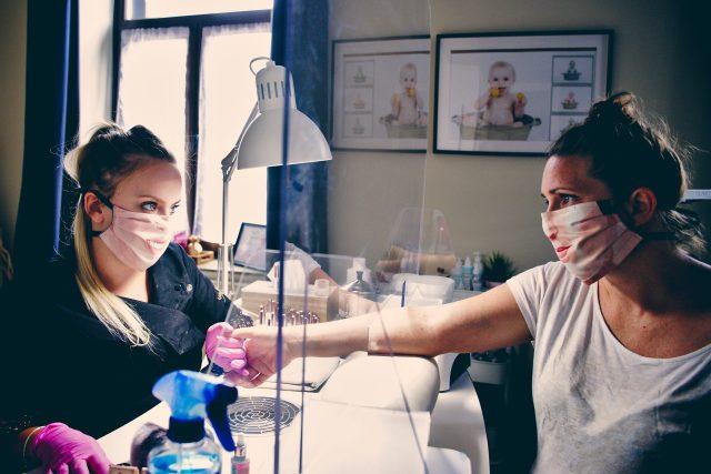 Lidé v době pandemie koronaviru