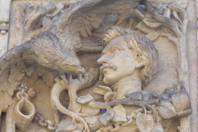 Reliéf na lázeňské vile ve Šternberku,  kde se Karel Havlíček Borovský léčil | foto:  Edisteewr,  Wikimedia Commons,  CC0 1.0