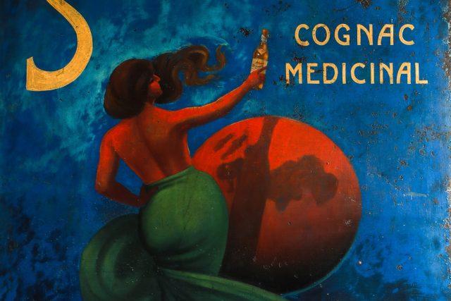 Reklama na destilát firmy Stock Cognac Medicinal,  ve které Lionello Stock v roce 1927 namíchal první fernet | foto: Petr Kozlík,  MAFRA / Profimedia