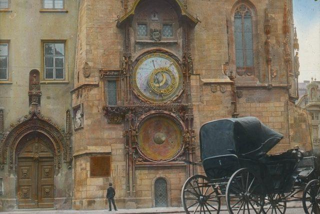 Staroměstský orloj  (kolem roku 1900)   foto: eSbírky – kulturní dědictví on-line,  Národní muzeum,  CC BY 4.0