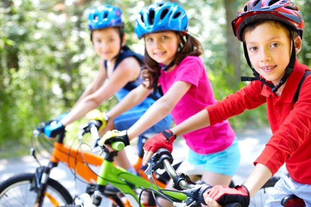 Děti na kole (ilustrační snímek)