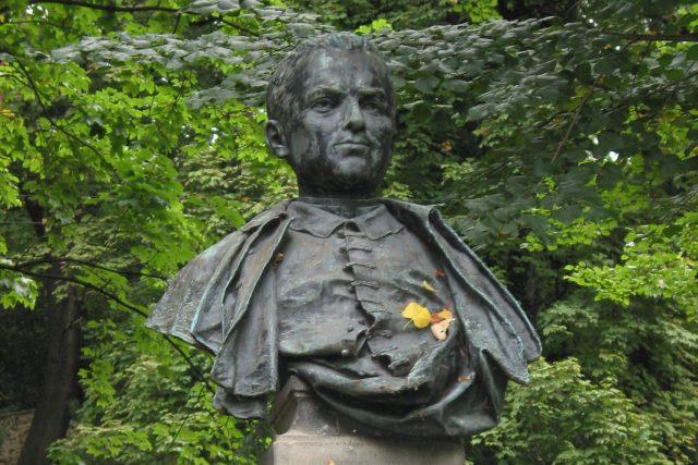 Busta V. B. Třebízského v Klecanech | foto: Wikimedia Commons,  CC0 1.0