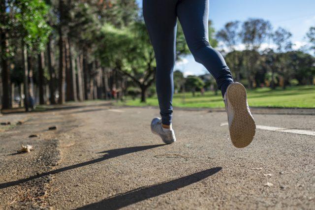 Běhání: V současné době jeden z nejdostupnějších sportů. Ale pozor,  není pro každého! | foto: Fotobanka Pixabay  (5008272)