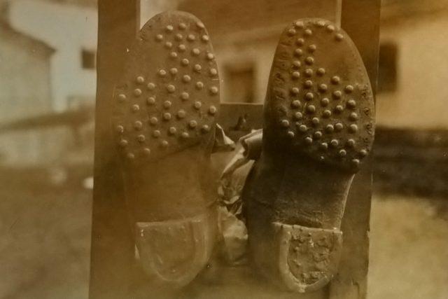 K usvědčení pachatele vraždy v Příbicích pomohla mimo jiné analýza otisků jeho bot