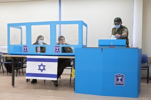 Za dva roky proběhly v Izraeli již čtvery parlamentní volby | foto: Sebastian Scheiner,  ČTK/AP