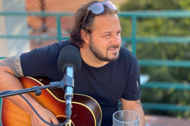 Písničkář Ondřej Ládek je známý pod uměleckým jménem Xindl X