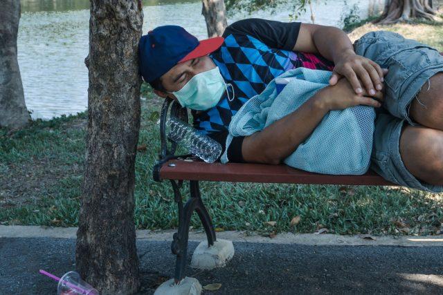 Bezdomovec během pandemie koronaviru | foto: Fotobanka Profimedia
