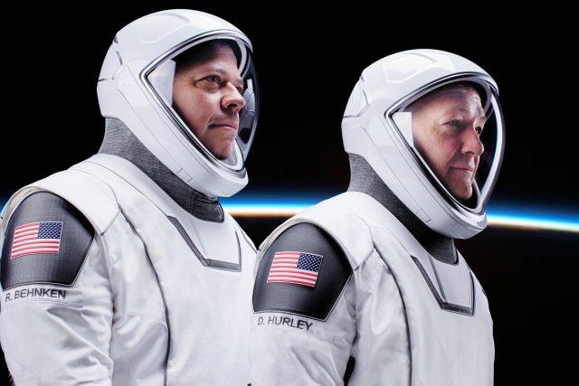 Posádka Crew Dragon: astronauté Robert Behnken a Doug Hurley
