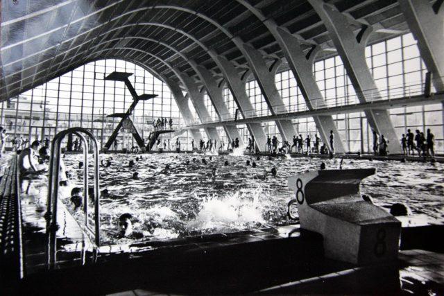 Plavecký stadion Podolí na historickém snímku | foto: Jiří Černohorský,  CNC / Profimedia