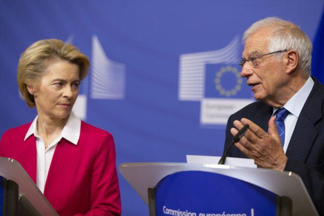 Předsedkyně Evropské komise Ursula von der Leyenová a unijní zmocněnec pro zahraniční politiku Josep Borell
