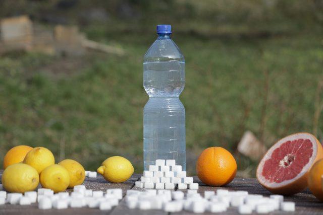 Hlavním negativem balených ochucených vod je vysoký obsah cukru