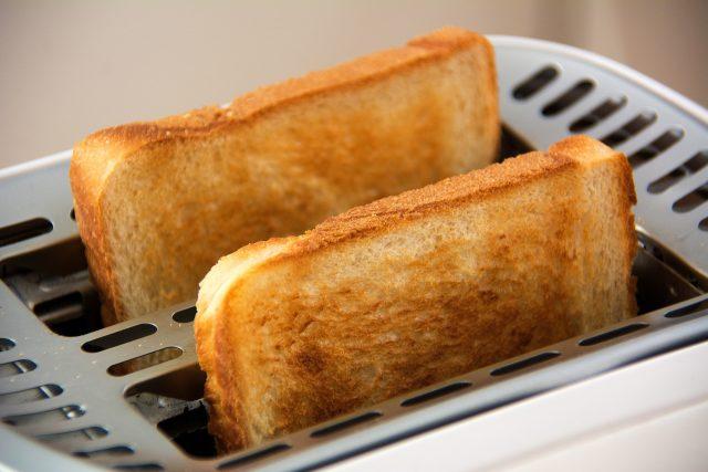 Topinky, topinkovač, toastový chleba, snídaně