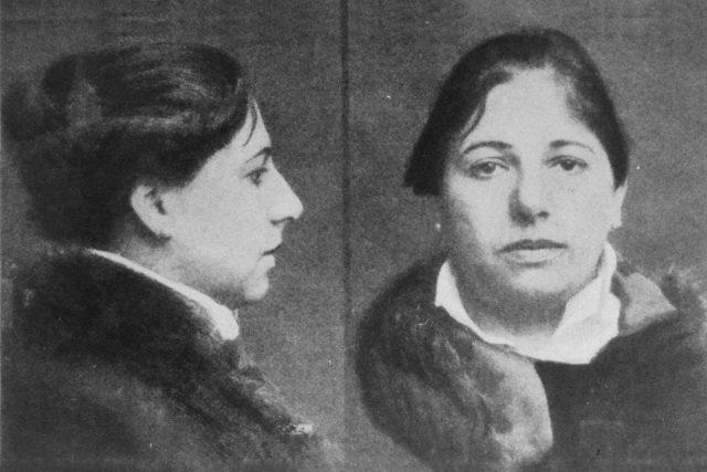 Margaretha Zelle alias Mata Hari těsně před popravou (snímek z dobového tisku)