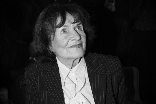Jiřina Fikejzová na křtu CD Bláznivá láska Václava Neckáře v lednu 2007 | foto: Profimedia