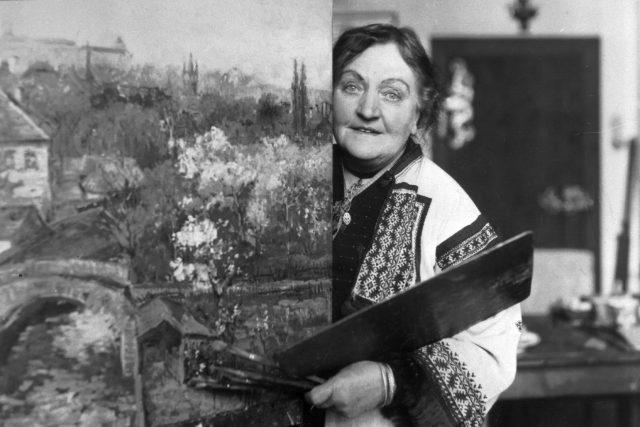 Zdenka Braunerová  (1858–1934) byla pokřtěná jako Zdislava Rosalina Augusta. Nejdřív se věnovala malbě,  časem se stala vyhlášenou grafičkou,  zdobila sklo a dělala i knižní grafiku | foto: autor neznámý,  ČTK
