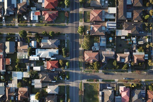 Sehnat dostupné bydlení je stále větší problém | foto: Tom Rumble,  Fotobanka Unsplash