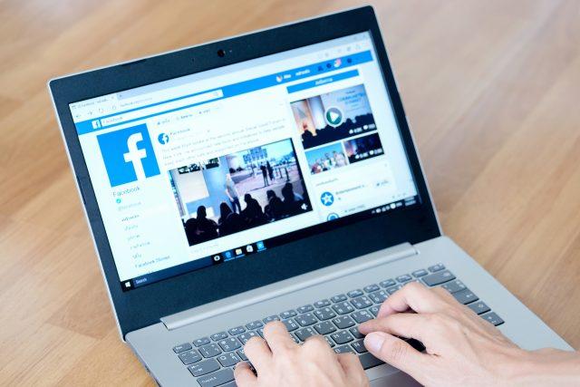 Řada politických subjektů velmi dobře využívá vlastní média,  vlastní sociální sítě a tvoří vlastní mediální obsah,  myslí si expertka na politický marketing Hejlová | foto: Seasontime / Shutterstock