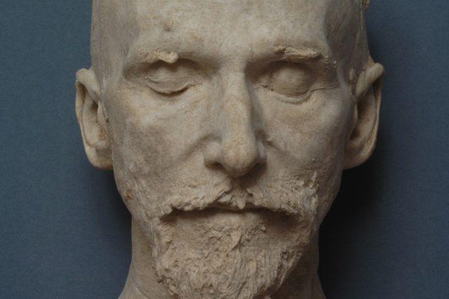Posmrtná maska: Julius Zeyer | foto: Lenka Káchová,   Národní muzeum Praha,  eSbírky – kulturní dědictví on-line,  Národní muzeum,  CC BY 4.0