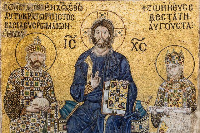 Slavná mozaika s císařovnou Zoe, Kristem Pantokratorem a císařem Konstantinem IX. v  chrámu Boží Moudrosti v Istanbulu