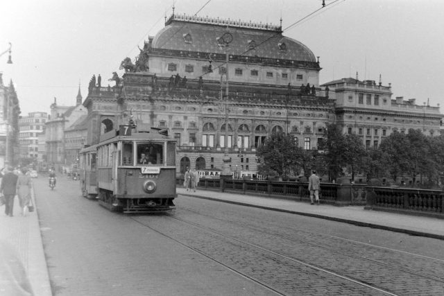 Národní divadlo na snímku z roku 1958 | foto:  Fortepan,  FORTEPAN / Kurutz Márton,  CC BY-SA 3.0