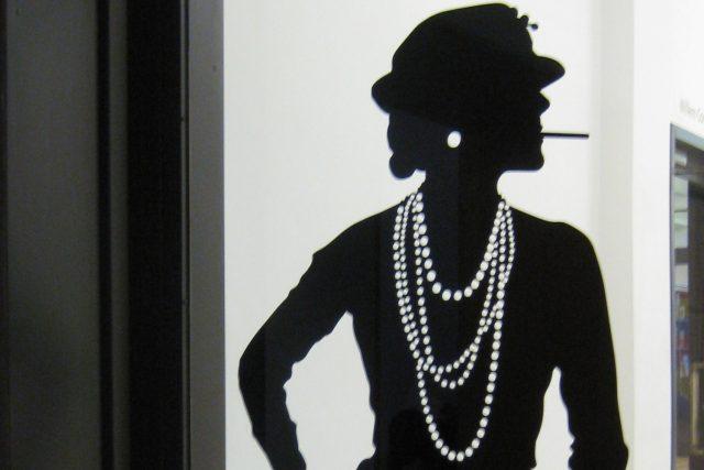 Coco Chanel – tato žena plná rozporů nikdy nežila napůl a vždy se řídila svým téměř neomylným instinktem a smyslem pro styl – jak v módě,  tak v životě | foto: Creative Commons Attribution-Share Alike 3.0 Unported
