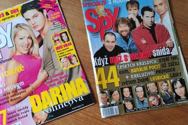 Stará čísla časopisu Spy: Módní policie,  vysvědčení celebrit,  slavní čeští gayové | foto: Jana Patočková