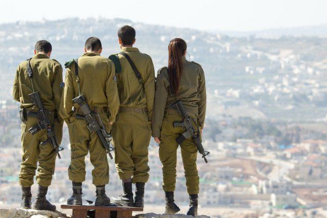 Izraelští vojáci | foto: Timon Studler,  Fotobanka Unsplash
