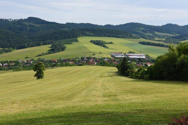 Část obce Střelná,  pohled na typickou valašskou krajinu | foto: Ben Skála,  Wikimedia Commons,  CC0 1.0