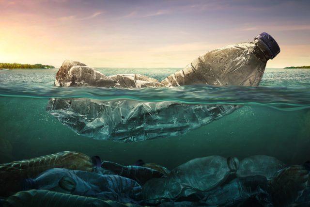 Plasty. Dokázali bychom žít i bez nich?