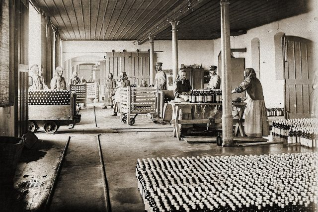 Nakládková rampa Bílinské kyselky v roce 1900