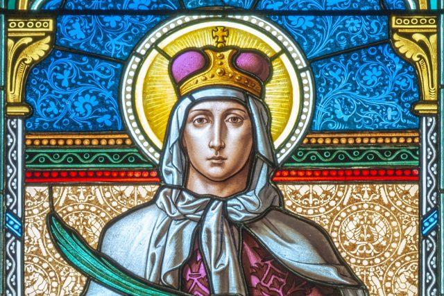 Svatá Ludmila na okně kostela sv. Cyrila a Metoděje | foto: Shutterstock