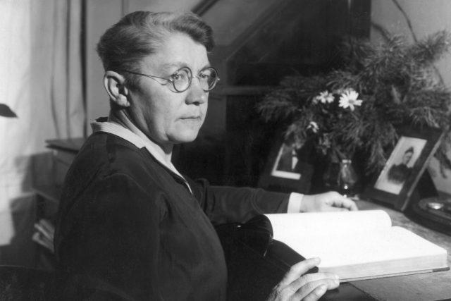 MUDr. Anna Honzáková (1875–1940) na snímku ze začátku 30. let 20. století