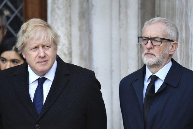 Britský premiér Boris Johnson a vůdce labouristů Jeremy Corbyn