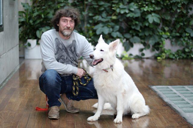 psí psycholog Rudolf Desenský s fenkou bílého švýcarského ovčáka Josefínkou