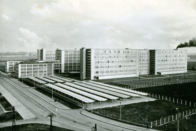 Pásová výroba konfekce byla v Prostějově zavedena už v roce 1934