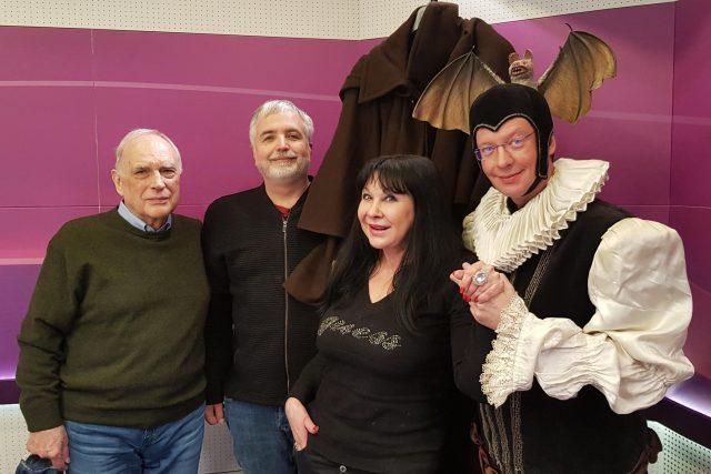 Ladislav Županič, Ondřej Kepka, Dagmar Patrasová s prstenem Arabely a Aleš Cibulka v kostýmu čaroděje první kategorie