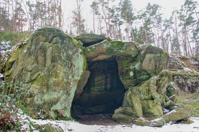Jeskyně a její obyvatel,  poustevník Jan Garinus jsou součástí Braunova betlému u Kuksu | foto: Vladislava Wildová,  Český rozhlas