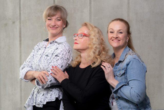 Polední sirény Jitka Asterová, Linda Finková a Sandra Pogodová