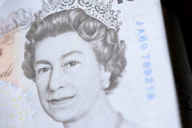 Královna Alžběta II. na bankovce