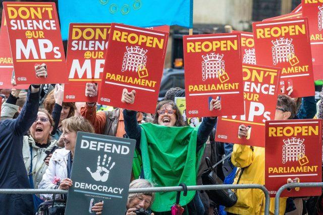 Odpůrci brexitu reagují na rozhodnutí britského nejvyššího soudu ve sporu o přerušení parlamentu