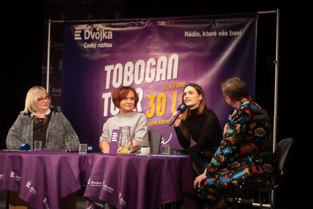 Tobogan Tour Jihlava. Hosté: Petra Janů, Naďa Urbánková, Daniela Písařovicová. Moderuje Aleš Cibulka