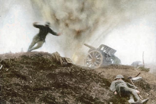 Výbuch granátu v zákopu