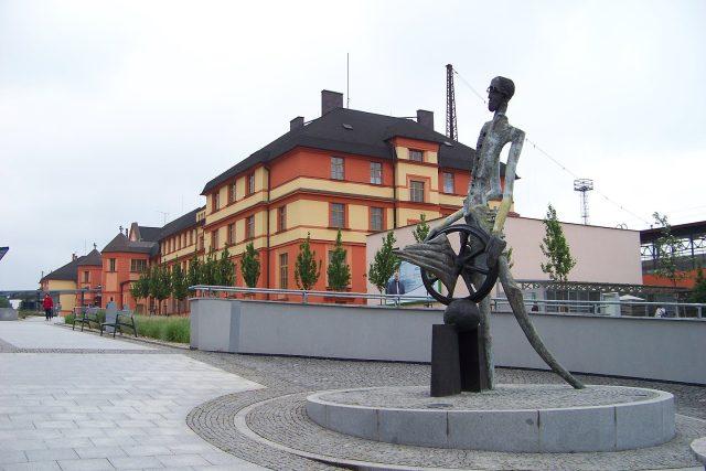 Socha Jana Pernera z roku 2010 od Jaromíra Garguláka na náměstí Jana Pernera v České Třebové
