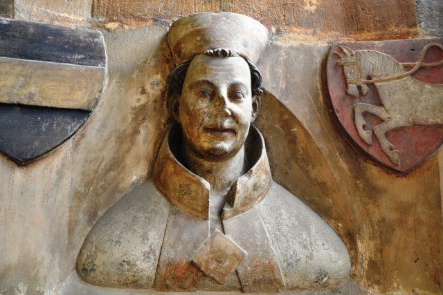 Busta Arnošta z Pardubic v triforiu pražské katedrály   foto: Wikimedia Commons