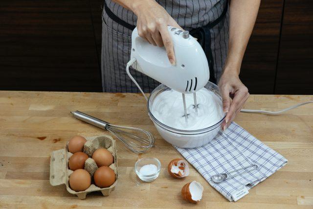 Dobrou práci v kuchyni zastanou i nejlevnější modely ručních šlehačů,  zjistil dTest | foto: Pexels