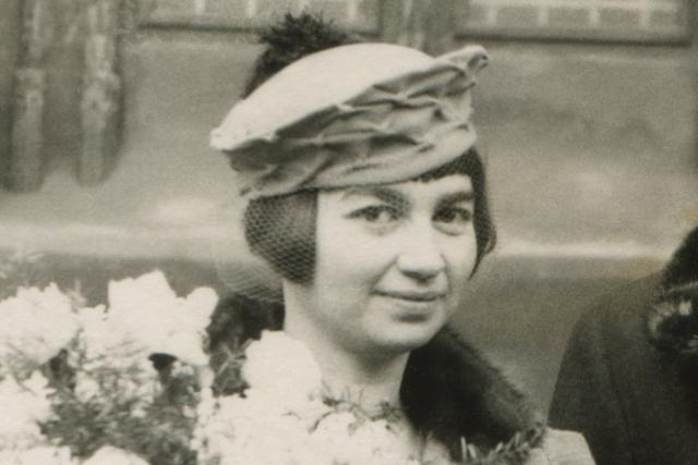 Svatba Jindřišky Kreuzové 19. 12. 1936 v Praze před Staroměstskou radnicí