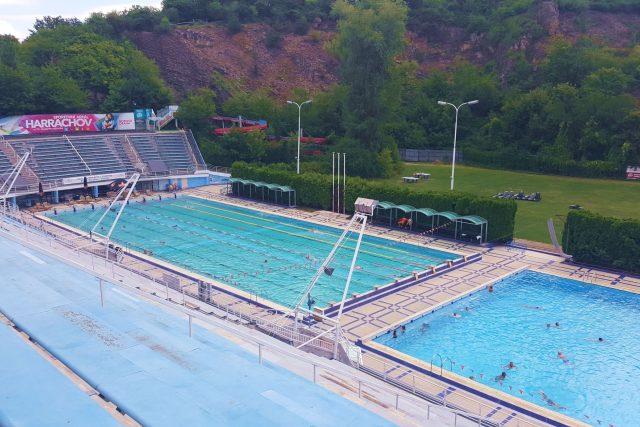 Venkovní 33 metrový bazén a padesátka. | foto: Jolana Nováková,  Český rozhlas