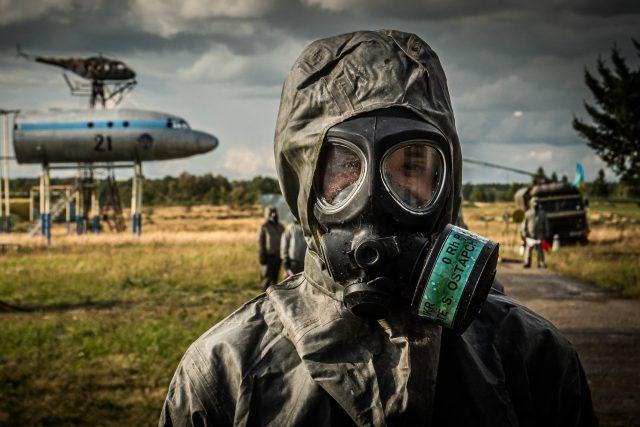 Člen ukrajinské mobilní dekontaminační jednotky během cvičení NATO Rapid Trident 2019
