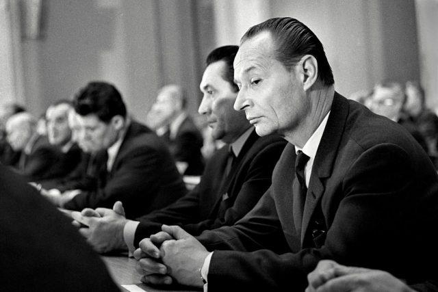 První tajemník ÚV KSČ Alexander Dubček 18. října 1968 během hlasování o smlouvě o podmínkách dočasného pobytu sovětských vojsk na území Československa